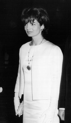 The definition of a {lovely} lady. | 1962 | More here: http://mylusciouslife.com/style-icon-jackie-bouvier-kennedy-onassis/