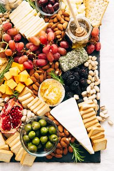 How to make an EPIC Holiday Cheese Board - Learn step-by-step how to put together the best cheese board your guests have seen! Charcuterie Recipes, Charcuterie Platter, Charcuterie And Cheese Board, Cheese Boards, Party Food Platters, Cheese Platters, Tapas, Best Holiday Appetizers, Holiday Treats
