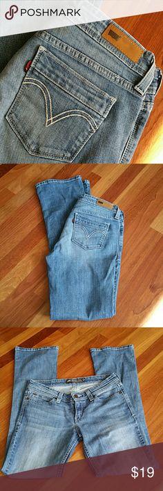Levis Demi Curve Jeans Low rise boot cut skinny.  28x32 Levi's Jeans Boot Cut