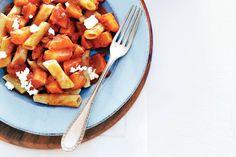 Kijk wat een lekker recept ik heb gevonden op Allerhande! Tomatenpasta met zoete pompoen
