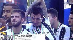 """Calciatori Ignoranti (@calciatoriignoranti) su Instagram: """"E Benatia può solo incolparsi, che fare una brutta fine è un attimo."""""""