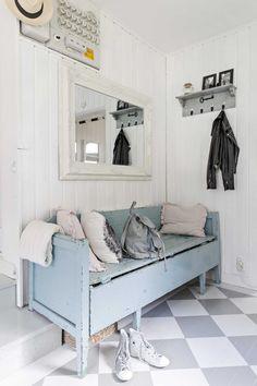 kuva Swedish Decor, Entry Hallway, Interior Decorating, Interior Design, Diy Furniture, Decoration, Sweet Home, New Homes, Cottage