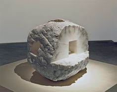 Eduardo Chillida artist's work How profound is the air in the Guggenheim Bilbao Museum's Collection. Jenny Holzer, Anselm Kiefer, Jeff Koons, Outdoor Sculpture, Stone Sculpture, Louise Bourgeois, Musée Guggenheim Bilbao, Museums In Nyc, Richard Serra