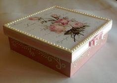 Caixa decorada em mdf - Flores Rosas                                                                                                                                                                                 Mais