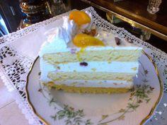 Orosz krémtorta barackkal Vanilla Cake, Cheesecake, Food, Cheesecake Cake, Cheesecakes, Essen, Cheesecake Bars, Yemek, Meals