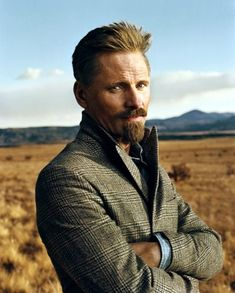 Viggo Mortensen by Norman Jean Roy - beautifully lit on location portrait. Portrait Photos, Foto Portrait, Portrait Photography, Men Photography, Gorgeous Men, Beautiful People, Norman Jean Roy, Viggo Mortensen, Actrices Hollywood