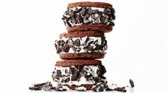 Sweet & Crunchy Oreo Ice Cream Sandwiches -- Yum! http://thestir.cafemom.com/food_party/185829/11_homemade_ice_cream_sandwiches?ct=the_latest_1