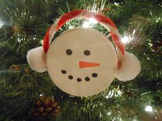 Sproutsandstuff: Easy Snowman Ornament from a Plastic Lid
