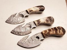 HANDMADE DAMASCUS STEEL Knives  Overall Length: 8 inches   Handle Material:  Handle made of Ram horn and stag antler  Blade Hardness: 56-60 HRC  THE BLADE  THIS IS A BRAND NEW KNIFE. THIS KNIFE DAMASC