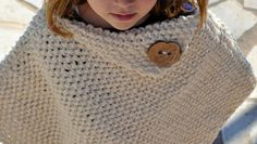 Schema per un poncho a maglia per bambina facile e veloce