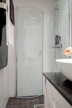 mały prysznic w łazience - Lovingit.pl