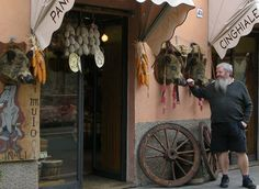 Norcia is a town famous for its pork butchers who use wild boar or Cinghilae. They make all types of smoked and cured hames etc and Sausages. Here I am meeting the mascot of one of the butchers. Umbria Italy, Tuscany, Places In Italy, How To Make Sausage, Wild Boar, Italian Wine, Visit Italy, Sausages, Wine Recipes