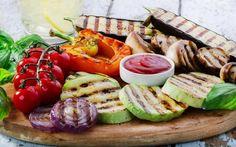 Terveelliset grilliherkut! Caprese Salad, Cobb Salad, Sushi, Sausage, Tacos, Cheese, Meat, Ethnic Recipes, Food