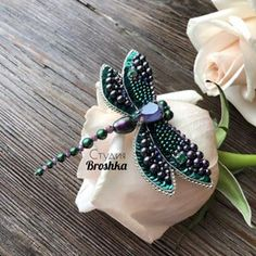 Beaded Dragonfly, Dragonfly Jewelry, Insect Jewelry, Handmade Beaded Jewelry, Beaded Jewelry Patterns, Brooches Handmade, Bead Jewellery, Jewelry Art, Jewelery