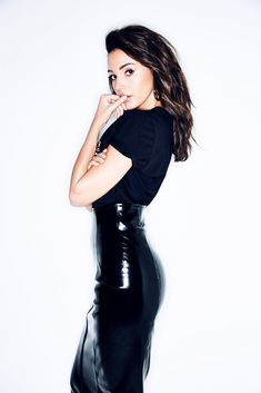British actress Michelle Keegan wearing a selection of leather outfits, pants and skirts, from photoshoots and catalogues. Kelly Brook Bikini, Leather Pants Outfit, Leather Outfits, Leather Skirts, Mode Latex, Michelle Keegan, High Waisted Pencil Skirt, Elegantes Outfit, Latex Dress