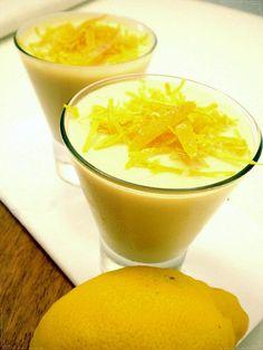 Mousse de Limão | Lemon mousse Ingredientes: - 1 lata de leite condensado pequena; - 2 pacotes de natas de 200 ml cada; - sumo de dois limões e raspa de limão Confeção: Bata as natas e junte o leite condensado. Seguidamente, junte o sumo dos dois limões e mexa tudo muito bem. Verta o preparado numa taça, decore com raspa de limão e leve ao frigorífico durante cerca de cinco horas. BOM APETITE!