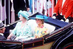 1987-06-18 Diana and the Queen Mother arrive at Royal Ascot, Berkshire, on Ladies' Day in an open carriage