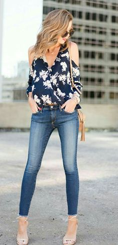 trendy-office-outfit-idea-with-a-pair-of-skinnies-floral-blouse-plus-bag-plus-nude-sandals - Fashion Outfit Ideas Summer Business Outfits, Summer Work Outfits, Office Outfits, Cool Outfits, Casual Outfits, Look Fashion, Autumn Fashion, Fashion Outfits, Fashion Trends