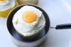 Bacon Cupcakes: Sunny Side Up Who says Breakfast can't be eaten for every meal?!  #bacon #cupcakes #dessert