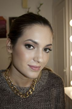 Loving this natural and neutral look! www.makeupzone.net