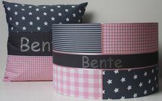 Set voor babykamer voor Bente, roze en grijze stoffen.