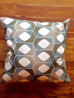 einzigartiges Kissen von rauffaser - finest textiles. www.rauffaser.de #Kissen #soft #dekostoff #kreativ #Stoff #textil #einrichten #deko #gönndir #deinzuhause #rauffaser #hochwertig #urban #wohnideen