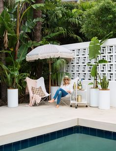 This pool was inspired by Palm Springs. The owner designed a breeze-block wall to recreate this feel. Photography by: Helen Bankers. Palm Springs Houses, Palm Springs Style, Palm Springs Pool Party, Modern Landscaping, Pool Landscaping, Landscaping Software, Landscaping Design, Breeze Block Wall, Cinder Block Walls