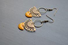 #etsy : Boucles d'oreilles bohème chic jaune moutarde et métal couleur bronze