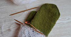 Vai mitä? Mun pitsilapasbuumi heräsi henkiin vuoden tauon jälkeen. Tämä malli juontaa juurensa sellaisiin lapasiin kun Hilda-mitten... Malli, Crochet Hats, Orange, Knitting Hats