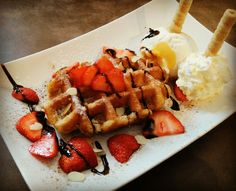 Waffles, Restaurant, Breakfast, Food, Twist Restaurant, Meal, Diner Restaurant, Eten, Meals