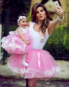 Mommy and me matching Mamá e hija Moda Mom and Daughter Moda Ideas Flower Girls, Flower Girl Dresses, Mother Daughter Fashion, Mom Daughter, Girls Party Dress, Baby Dress, Dress Party, Mommy And Me Outfits, Girl Outfits