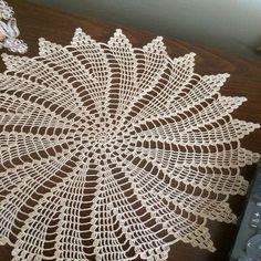New baby crochet christmas hooks 53 Ideas Crochet Baby Cocoon, Crochet Coat, Crochet Baby Booties, Crochet Slippers, Crochet Yarn, Crochet Doily Diagram, Crochet Stitches Patterns, Filet Crochet, Crochet Dollies