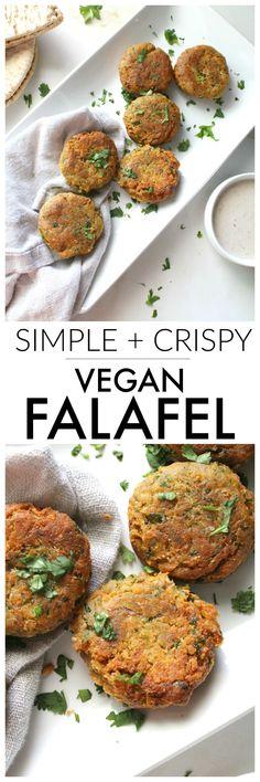 Making this mediterranean favorite at home is quick and easy with this simple crispy vegan falafel Vegan Foods, Vegan Snacks, Vegan Dishes, Falafels, Vegan Falafel Recipe, Plat Vegan, Zucchini Puffer, Vegetarian Recipes, Cooking Recipes