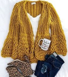 This mustard color!🧡 Shop the Lillibeth cardigan now via link in bio! A… - Knitting Cardigan Fall Fashion Outfits, Look Fashion, Winter Outfits, Autumn Fashion, Casual Outfits, Cute Outfits, Cardigan En Maille, Chunky Knit Cardigan, Looks Chic