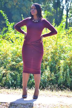 Maroon yde dress is perfect for going out, business, work fucntions. Maroon Dress, Burgundy Dress, Chic Outfits, Fashion Outfits, Chic Clothing, Neck Piece, Outfit Of The Day, Beautiful Dresses, Going Out