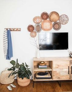 Hidden TV ideas: Check out this inspirational roundup of ideas to help you elegantly decorate around your TV with art, accent walls and other ideas. Elegant Home Decor, Wall Decor Living Room, Living Room Decor, Basket Wall Decor, Home Decor, Room Decor, Trending Decor, Living Decor, Living Room Tv Wall