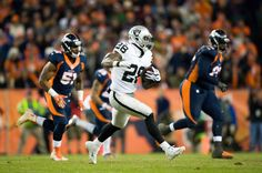 Running back Latavius Murray #28 of the Oakland Raiders rushes against the Denver Broncos at Sports Authority Field at Mile High on December 13, 2015 in Denver, Colorado. (Dec. 12, 2015 - Source: Dustin Bradford/Getty Images North America)