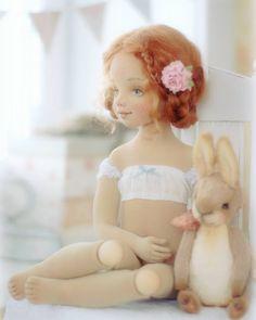 Новая Неженка 😏 улыбается всем вокруг 😊😊😊 Давайте и мы будем радоваться друг другу! #текстильнаякукла #процессы #куклынеженки #творческийпроцесс #авторскаякукла #кукладлядуши #doll #artdoll #handmadedoll