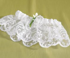 This is a beautiful garter!