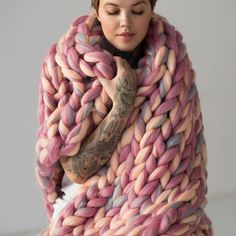 FullHouseCo shared a new photo on Etsy - Our Venus Color is back in stock! Huge Knitted Blanket, Chunky Knit Throw, Chunky Blanket, Knitted Blankets, Merino Wool Blanket, Big Knits, Arm Knitting, Knitting Ideas, Wool Yarn