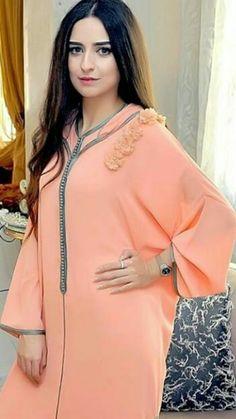 Morrocan Kaftan, Moroccan Dress, Mode Abaya, Mode Hijab, Traditional Fashion, Traditional Outfits, Abaya Fashion, Fashion Dresses, Abaya Pattern