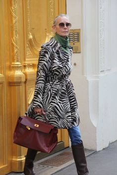 linda v wright Mature Fashion, Older Women Fashion, 50 Fashion, Fashion Over 40, Winter Fashion, Womens Fashion, 50 Style, Mode Style, Linda V Wright