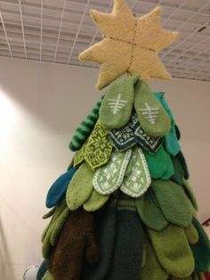 Great idea--collect mittens in greens to make a tree, then donate to a good cause.  --TETT PÅ: