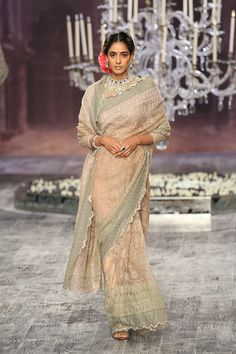 TARUN TAHILIANI COUTURE 2016
