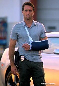Steve always gets hotter when he is battered & bruised lol. ;) #AlexOloughlin #H50