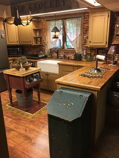 our country homes argyle Colonial Kitchen, Farmhouse Style Kitchen, Rustic Kitchen, Primitive Kitchen Decor, Primitive Homes, Primitive Country, Kitchen Nook, Kitchen Dining, Country Kitchen Designs