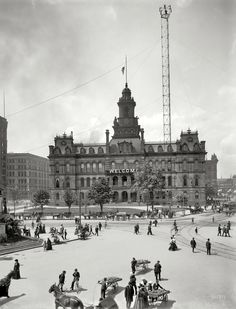 One of my favorite photos. Soo many details.  Shorpy Historical Photo Archive :: Welcome to Detroit: 1900