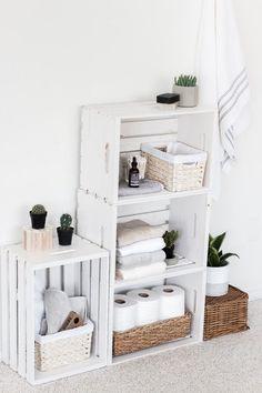 15 DIY Wood Crate Furniture Projects - wohnen - Home Decor Easy Home Decor, Cheap Home Decor, Diy Home Decor On A Budget, Wood Crate Furniture, Furniture Storage, Diy Furniture Projects, Wood Projects, Bathroom Organisation, Bathroom Ideas