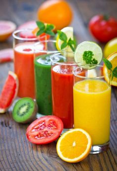 10 Juicing Recipes for Cleansing the Body of Toxins. Green Juicing Diet - Green Juice Detox Plan for Beginners. Juice The Complete Guide to Juicing for Weight Loss, Health and Life. Smoothies Detox, Smoothie Fruit, Smoothie Drinks, Healthy Smoothies, Healthy Drinks, Smoothie Recipes, Healthy Eating, Healthy Recipes, Making Smoothies