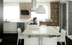 Apartamento com base neutra e cores nos detalhes (Foto: Gabriel Arantes / divulgação)